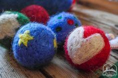 Decoremos bolas de Navidad con lana cardada | De mi casa ¡al mundo!
