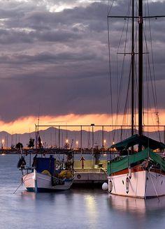 Aretsou Marina at dusk. Kalamaria district of Thessaloniki, Macedonia, Greece Crete Greece, Macedonia Greece, Greek Beauty, Greece Travel, Greek Islands, Beautiful Beaches, Athens, Beautiful World, Travel Inspiration