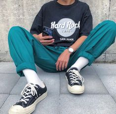 Discover Our Streetwear Chest Bag⬇️ streetwear highsnobiety fashion street styles urban aesthetic outfits men women sneakers hypebeast Indie Outfits, Retro Outfits, Vintage Outfits, Cool Outfits, Casual Outfits, Fashion Outfits, Mens Fashion, Fashion 2008, Fashion Vest