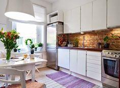 İskandinav stili mutfak dekorasyonunda tuğla-taş duvarlar