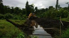 JUAL dan RENTAL amphibious excavator / swamp excavator, excavator rawa-rawa, swamp beko, excavator amphibi.  Jual pontoon undercarriage yang berguna untuk menjadikan excavator darat menjadi excavator amphibi atau swamp excavator atau excavator rawa-rawa, floating excavator. Swamp backhoe cocok untuk pengerukan lahan tanah gambut, empang, tambak, danau, sungai, pantai.  HP: 081241346651 atau 081241888131  PIN BB : 2B145C35