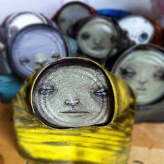 My Dog Sights cria arte de rua com latas vazias recicladas