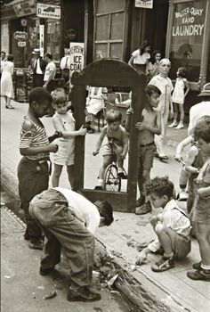 Helen Levitt - New York City, 1940, photo, vintage, kids, children, playing in the street, history.