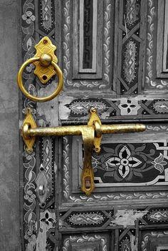This is not a door . It is an art piece ! Beautifull colorfull handicrafted Ornate Door in Fez, Morocco Cool Doors, The Doors, Unique Doors, Windows And Doors, Entry Doors, Entryway, Knobs And Knockers, Door Knobs, Door Handles