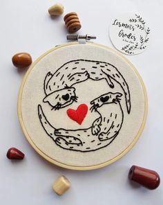 Liebevolle Otter auf Stickerei Hoop Stickerei von Lesmotsbrodes