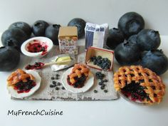 Blueberry pie preparation board - 1/12 Handmade miniature food
