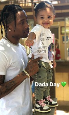 Kylie Jenner Shared a Never-Before-Seen Photo of Stormi and. - Kylie Jenner Shared a Never-Before-Seen Photo of Stormi and… - Trajes Kylie Jenner, Looks Kylie Jenner, Kendall And Kylie Jenner, Kris Jenner, Khloe Kardashian, Estilo Kardashian, Jenner Kids, Jenner Family, Cute Kids