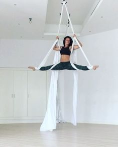 Feels so good to dance on the silks again . had to try and go faster to fit my routine into one minute and still cut the beginning and… Aerial Hammock, Aerial Hoop, Aerial Arts, Aerial Acrobatics, Aerial Dance, Aerial Silks, Aerial Gymnastics, Silk Dancing, Pole Fitness