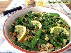 Ecco come preparare un piatto unico vegano a base di couscous con ceci e taccole, condito con limone e zenzero: squisito, leggero e colorato!