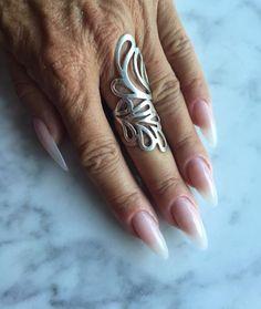 Gele negle i nude, med babyboomer effekt. Alle negle produkter fåes hos nail4you. Disse smukke natur negle er lavet af Helle ladehoff som har været negletekniker hos nail4you i mange år