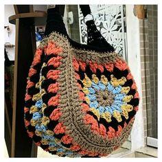 Fashionable and Elegant Crochet Bag Pattern Ideas and Images Part crochet bag pattern free, crochet bag pattern, crochet bag easy; knitting bag free patterns Bag Fashionable and Elegant Crochet Bag Pattern Ideas and Images Part 16 Free Crochet Bag, Crochet Tote, Crochet Shoes, Crochet Handbags, Crochet Purses, Crochet Clothes, Knit Crochet, Crochet Shell Stitch, Bag Pattern Free