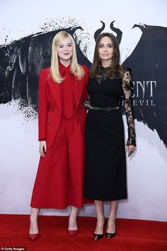 Strike a pose: Angelina Jolie and Elle Fanning put on a fashionable display as they hit London's Mandarin Oriental Hotel on Thursday for a photocall to promote Maleficent: Mistress Of Evil Celebrity Photos, Celebrity Style, Celebrity News, Angelina Jolie Maleficent, Dakota And Elle Fanning, Armani Prive, Disney Villains, Looks Style, Red Carpet Fashion