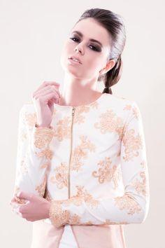 #fashion #designer #fashiontrends2017 #exclusive #fundadundardesign #dubai #allwhite #gown #dress #whitedress #white #dubaidress #modest #modestfashion #trends