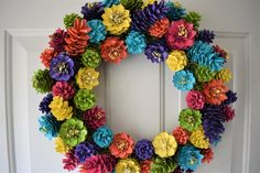 Pine Cone Art, Pine Cone Crafts, Wreath Crafts, Diy Wreath, Paper Crafts, Tulle Wreath, Christmas Pine Cones, Christmas Wreaths, Christmas Crafts