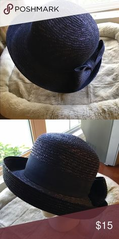 Navy blue straw hat Navy blue straw hat, perfect for spring and summer. Nice turned up brim. Straw bow in back. Accessories Hats
