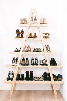Par rapport aux autres modèles, celui-là a un look totalement différent.Ce modèle est idéal si votre plancher est en bois ou si vous avez beaucoup de meubles en bois. Si cela ne vous plait plus d'y ranger vos chaussures, vous pourrez toujours y mettre autre chose à la place.Idéal pour les petits budgets, car vous pouvez le faire vous-même au lieu de l'acheter. À l'achat, il peut être un peu cher.