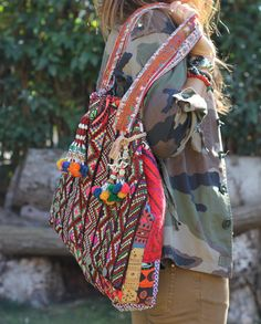 I love this kind of bags.they are mytenida style! Hippie Style, Bohemian Style, My Style, Fashion Bags, Boho Fashion, Ethnic Trends, Tribal Bags, Ethnic Bag, Diy Bags Purses