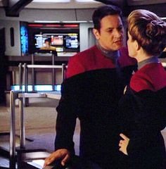 Janeway and Chakotay Great Love Stories, Love Story, Captain Janeway, Kate Mulgrew, Star Trek Universe, Star Trek Voyager, My Heart Is Breaking, Actors, Live Long