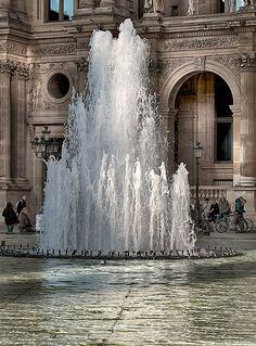 Le Louvre  ~  Petite partie de cache-cache avec le soleil et les nuages... by Claude Rozier