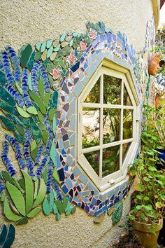 Mosaic garden wall- good for those little pockets of art around the garden Mosaic Glass, Mosaic Tiles, Glass Art, Stained Glass, Ceramic Tile Art, Mosaic Rocks, Glass Tiles, Mosaic Crafts, Mosaic Projects