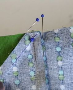 How to match points perfectly. - How to match points perfectly. How to match points perfectly. Quilting 101, Quilting For Beginners, Sewing Projects For Beginners, Quilting Tutorials, Machine Quilting, Quilting Projects, Quilting Designs, Quilting Ideas, Techniques Couture