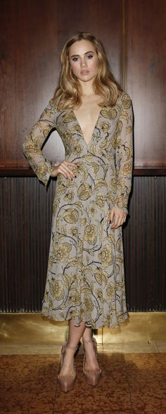 Suki Waterhouse at a Dinner party in Munich, Germany (November wearing a Burberry Floral Print Layered Silk Dress. Ss16, Celebrity Dresses, Celebrity Style, Celebrity Photos, Vogue Portugal, Modelos Fashion, Suki Waterhouse, Floral Gown, Floral Flowers