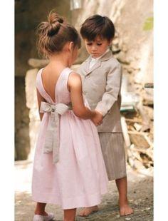 Couleurs douces et coupes adorables pour des ensembles garçons et filles assortis