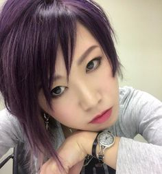 WEBSTA @ v8irgin.1voice2 - ヤバイ すんごい紫なった 笑色落ちしたら赤茶色っぽさが出てきて丁度良くなりそうだけど(*'▽'*)凄いわー#マニパニ#紫#紫ヘアー#シルバーメッシュ#派手髪#ヘアカラー#ヘアメイク#アシメ#ショート#メタラー#メタル#バンド#ボーカル#バンドマン#manicpanic#purple#purplehair#hair#haircolor#photo#hairandmakeup#color#shorthair#metalgirl#gothic#metal#band#vocalist#rock#japan