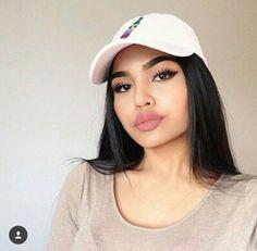 Large tit latinas