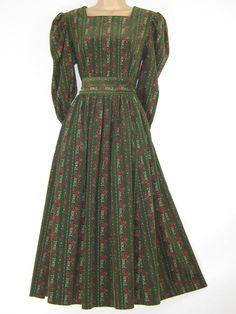 LAURA ASHLEY Vintage Spruce Green Cottage Floral Garland