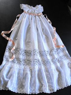 Vintage Victorian Christening Gown English by Vintagefrenchlinens súper favorito Baby Christening Gowns, Christening Outfit, Baptism Dress, Baby Blessing Dress, Baby Dress, Little Girl Dresses, Flower Girl Dresses, Angel Gowns, Heirloom Sewing