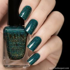 Get glitzy and glammed up nails with this gorgeous green glittery nail polish…