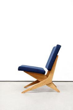 Jan van Grunsven for UMS Pastoe scissor chair Blue – Woodworks Plywood Furniture, Furniture Projects, Cool Furniture, Furniture Design, Furniture Stores, Woodworking Furniture, Sofa Design, Wood Chair Design, Wooden Sofa