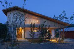 耳納の家 Factory Architecture, Asian Architecture, Architecture Design, Japanese Modern House, Small Buildings, Small House Design, House Roof, Small House Plans, My Dream Home
