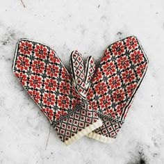 "mcglarin: ""I'm so excited about this pattern. I've been trying to get it just right for the past year and a half. And now I'm excited to announce that the pattern for my Russian Flower Mittens is..."