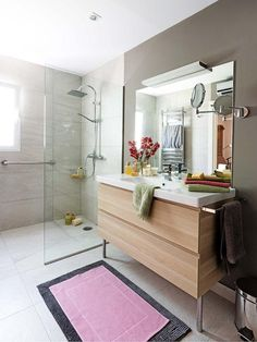 Si vas a reformar el baño y tienes dudas sobre qué elegir, sigue leyendo. Te damos las mejores ideas y consejos para que elijas lo que mejor se adapte a tu espacio y necesidades.