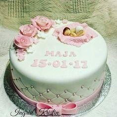 #ingridskakerbørsa #dåpskake #jentedåp #sjokoladekake #melkesjokoladesmørkrem #fondant #baby #sløyfe #sørtrøndelag #skaunkommune #børsa