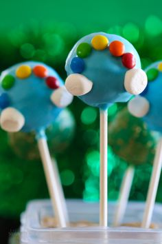 St Patricks Day Cake Pops - Everyone knows they're gold at the end of a rainbow, so why not celebrate St Patrick's Day with these easy cake pops?