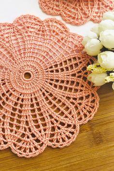 Crochet placemats, doilies and coasters by SweethomeByLulu Slip Stitch Crochet, Thread Crochet, Crochet Crafts, Crochet Stitches, Crochet Projects, Free Crochet Doily Patterns, Crochet Placemats, Crochet Motif, Crochet Designs