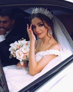 bridal hairstyles with tiaras wedding veils and wedding hairstyles you can have both 50 veil wedding hairstyle ideas – fiveno … Princess Wedding Dresses, Dream Wedding Dresses, Bridal Dresses, Bridal Makeup, Bridal Hair, Wedding Ideas To Make, Braut Make-up, Bridal Crown, Wedding Looks