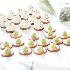 Armée de minis tartelettes vanille pistache, ça bosse dur par ici