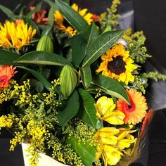Brighten up someone's day with a bunch of beautiful spring flowers, delivered by your friendly Dublin florists from Scarecrow Flowers!    #ireland #flowershop#bouquet#flowerbouquet#flowerstagram#flowermagic#lovedublin #womensinspire#wibn#flowersofinstagram#dublincity#floweroftheday#flower#flowerarrangement#irishbusiness#irishbiz#blooms#freshflowers#deliveringsmiles#sandymount#dublinflowershop