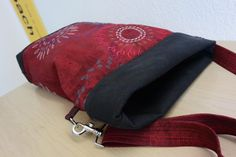 1 Taschen x 4 Pencil Bags, Purses And Bags, Sunglasses Case, Sewing Projects, Personal Style, Creations, Textiles, Shoulder Bag, Sew Bags