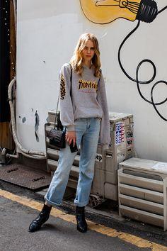 TOP   THRASHER PANTS   ZARA SHOES   ZARA BAG   VINCE Street Style Emma, Seoul