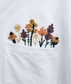 Embroidery Flowers Pattern, Hand Embroidery Designs, Vintage Embroidery, Diy Embroidery Shirt, Embroidered Flowers, Jean Embroidery, Embroidery On Clothes, Floral Embroidery Patterns, Machine Embroidery