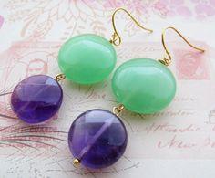 Boucles d'oreilles jade vert et améthyste violette, bijoux pierres de gemmes : Boucles d'oreille par sofiabijoux