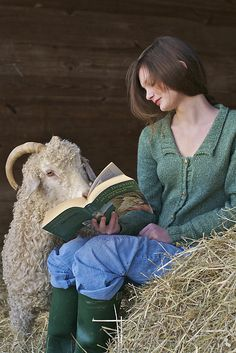So many ways to pin this.reading, animals, raising sheep, too cute! Country Life, Country Girls, Country Living, I Love Books, Books To Read, Reading Books, Farm Animals, Cute Animals, Unusual Animals