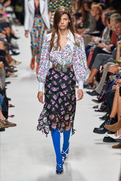 Paco Rabanne Spring 2020 Ready-to-Wear Fashion Show - Vogue 2020 Fashion Trends, Spring Fashion Trends, Fashion Week, Fashion 2020, Daily Fashion, Runway Fashion, Fashion Fashion, Paco Rabanne, Vogue Paris