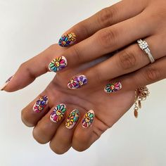 31 Flower Nail Art Designs: Pretty Floral Manicures for 2021 | Glamour Nail Color Trends, Spring Nail Trends, Nail Colors, Essie Gel, Gel Nails, Manicures, Cute Spring Nails, Cute Nails, Flower Nail Designs