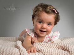 Esa sonrisa que nunca cambia, que cuando mirás através del objetivo recuerdas como la primera vez que la viste, aunque pasen los años. Formáis parte de nuestra vida.  www.benjaminynadia.com  #fotografosabiñanigo #fotografoprofesional #fotografiainfantil #fotoniños @benjaminynadia @benjamin_espana #estudioprofesional #fotoinfantil #noposesdiviertete #fotografohuesca #fotografozaragoza #fotografopamplona #hasselblad Face, Goal, Infant Photos, Infant Photography, Smile, Parts Of The Mass, Studio, Life, Faces